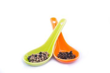 Pepper grains and cloves