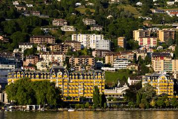 Montreux mit Festival-Halle am  Genfer See, Schweiz