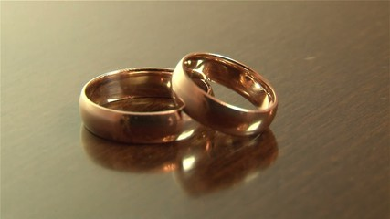 Кольца свадебные, свет, движение.
