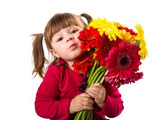 bambina con mazzo di gerbere colorate
