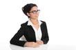 Attraktive asiatische Business Frau mit Brille isoliert auf Weiß