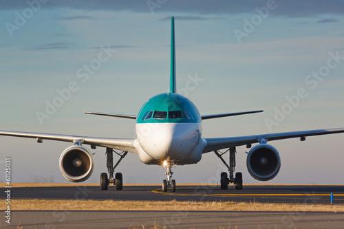 Leinwandbild Motiv Eye to eye view with taxiing plane
