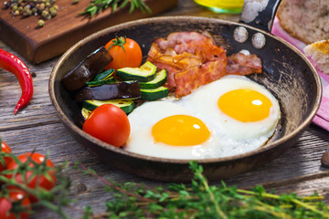 Bacon, eggs and vegetables
