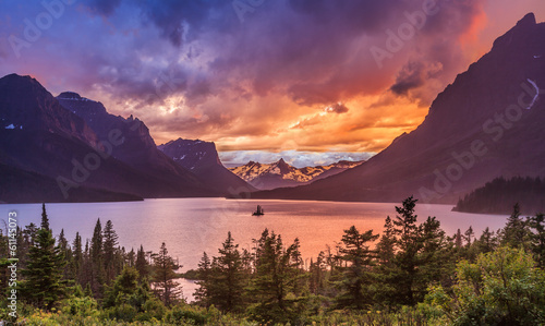 Deurstickers Natuur Park Beautiful sunset at St. Mary Lake in Glacier national park