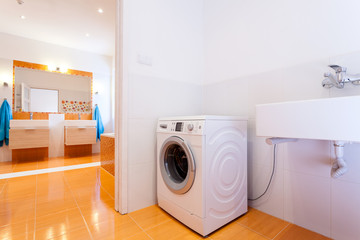 Big practical bathroom with washing machine