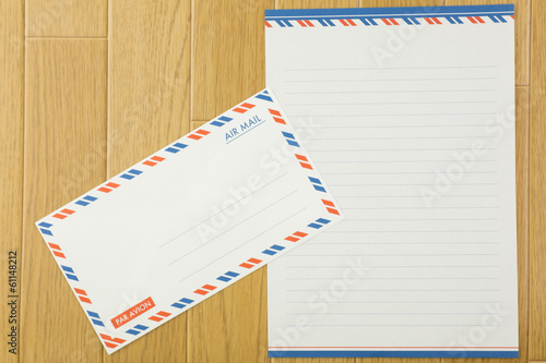 手紙とフローリング
