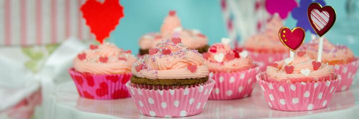 mehrere pinke cupcakes