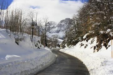 Vista de montañas nevadas en el Valle de Tena