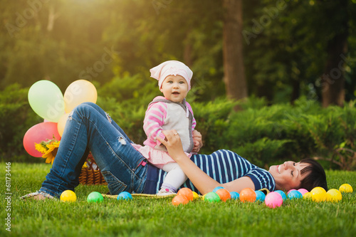 Keuken foto achterwand Picknick Happy mom and baby in the green park