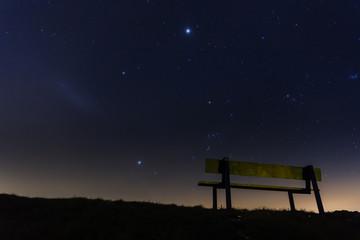 Idyllischer Sitzplatz unter dem Sternenhimmel