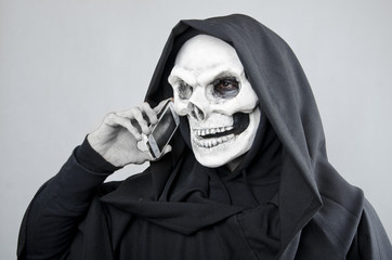 Dead Line: death doing dead deal wih phone.