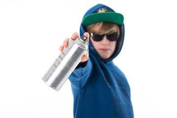 Junge mit Spraydose