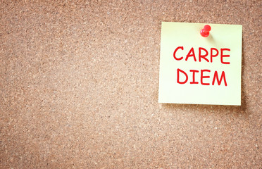 sticky note with the phrase carpe diem