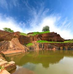 king swimmig pool in Sigiriya