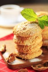 Crispy nut cookies