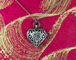 Bronze Quartz Heart-shaped Pocket Watch Necklace Pendant