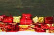 Geschenkpakete im Schnee