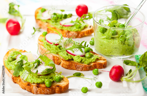 Crostini with sping vegetables