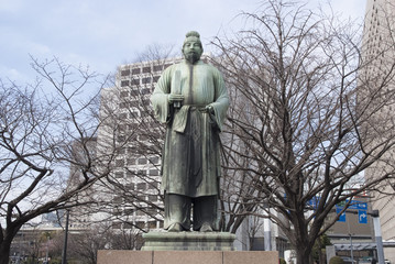 Statue dans parc, Tokyo, Japon