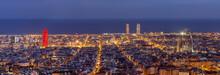 Barcelona skyline panorama w nocy