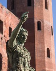 statua di Cesare a Torino, Italia