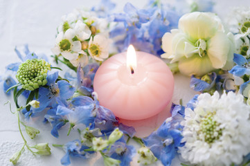 アロマキャンドルと花