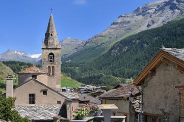 église de Lanslevillard dans les alpesen haute maurienne