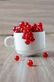 Fresh red currants in a bowl
