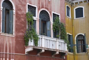 kleiner balkon in venedig