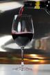 canvas print picture - Rotwein einschenken