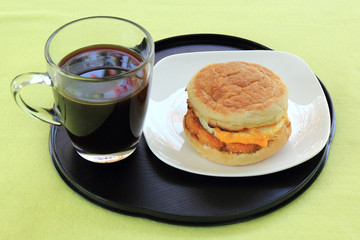 Muffin chicken with black coffee