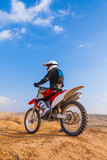 Fototapety racer on a motorcycle in the desert