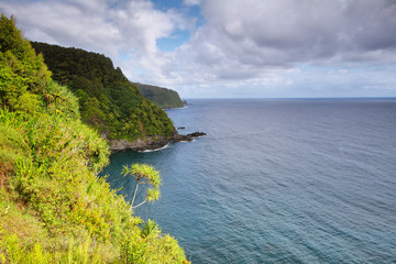 Ocean views and cliffs from Hana highway