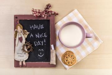 Buon giorno con lavagna, latte e biscotti