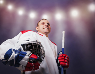 Hockey player with helmet in hands : moment of glory