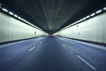 The tunnel at night, the lights formed a line.