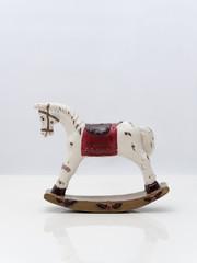 アンティークな玩具の木馬