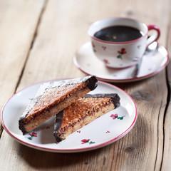 Nussecken & Tasse Kaffee