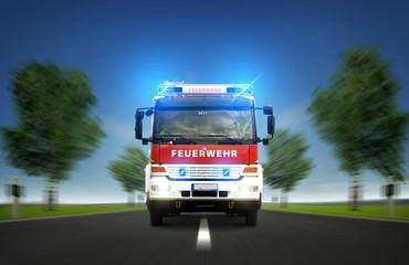Feuerwehr auf der Landstraße