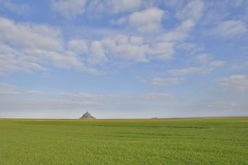 le mont saint michel vu des terres