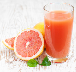 Grapefruit juice and ripe grapefruits