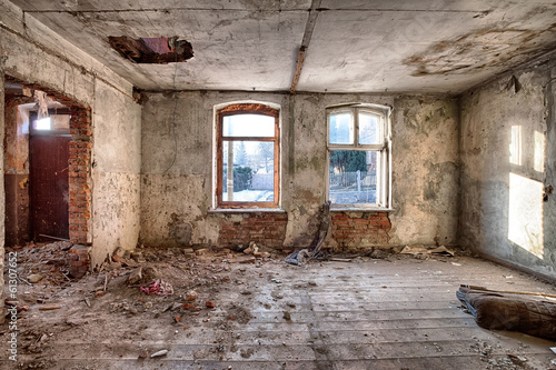 Old, abandoned and forgotten building - 61307652