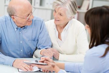 älteres ehepaar wird beraten