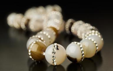 Agate necklace inlaid rhinestones
