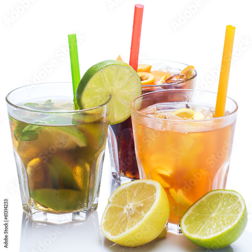 Cocktails with different citrus fruits - 61314233