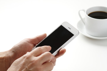 スマートフォンを使う手