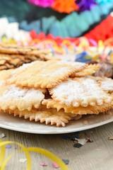 Chiacchiere o frappe dolce di carnevale