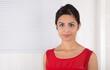 Junge Frau aus Pakistan - isoliert auf Hintergrund weiß