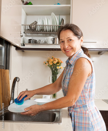 woman washing kitchenware