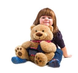 bambina con orsetto di peluche